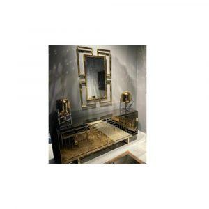 Ben jij een liefhebber van de moderne woonstijl? Dan ben je zeker fan van spiegel Coco. De kubistische vormen creëren samen namelijk een kunstzinnig effect met een luxueuze uitstraling. Daarnaast beschikt dit design item over een royaal formaat waardoor jij uitstekend jouw dagelijkse looks kunt checken. Dankzij de combinatie van het royale formaat en de unieke vorm maakt spiegel Coco een modern statement in jouw interieur. Afmeting 130x70cm Ook leverbaar in goud.